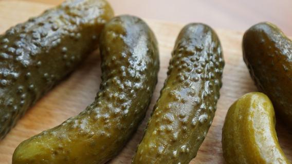 ogórki kiszone, naturalne probiotyki domowy smak